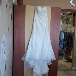 Beautiful new with no tags wedding dress